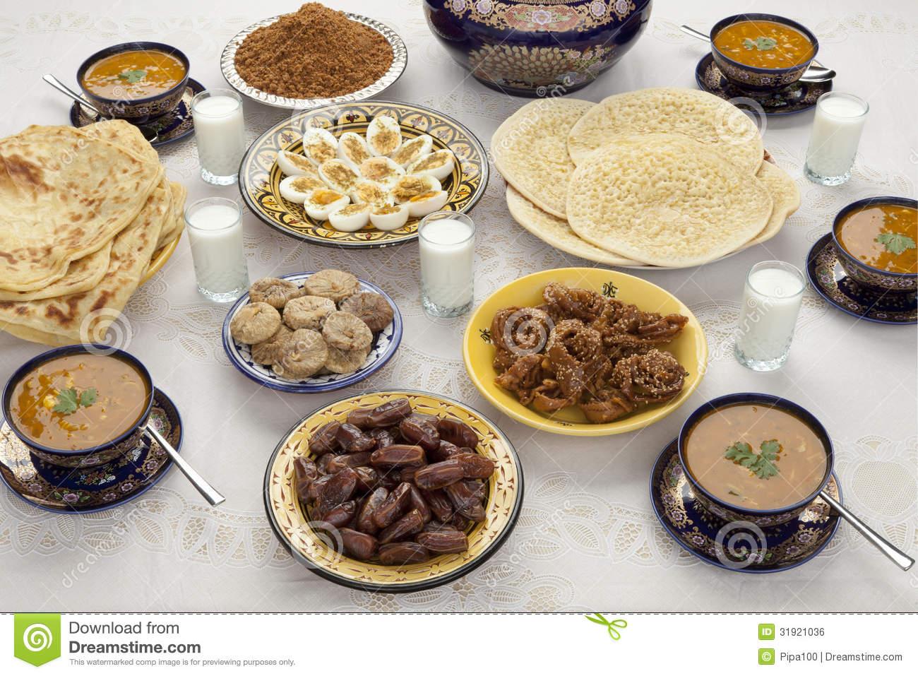 repas-marocain-traditionnel-pour-iftar-dans-ramadan-31921036