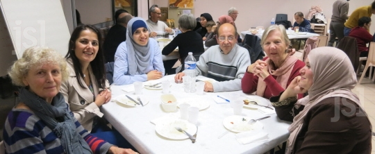 les-echanges-ont-eu-lieu-autour-d-un-repas-auquel-chacun-a-participe-agnes-gonnot-(clp)