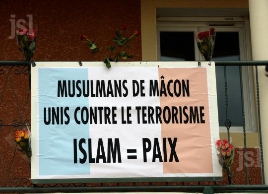 macon-pres-de-800-musulmans-ont-ecoute-un-message-de-paix-1448033069